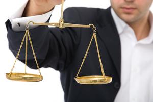 весы для принятия решений_с человеком